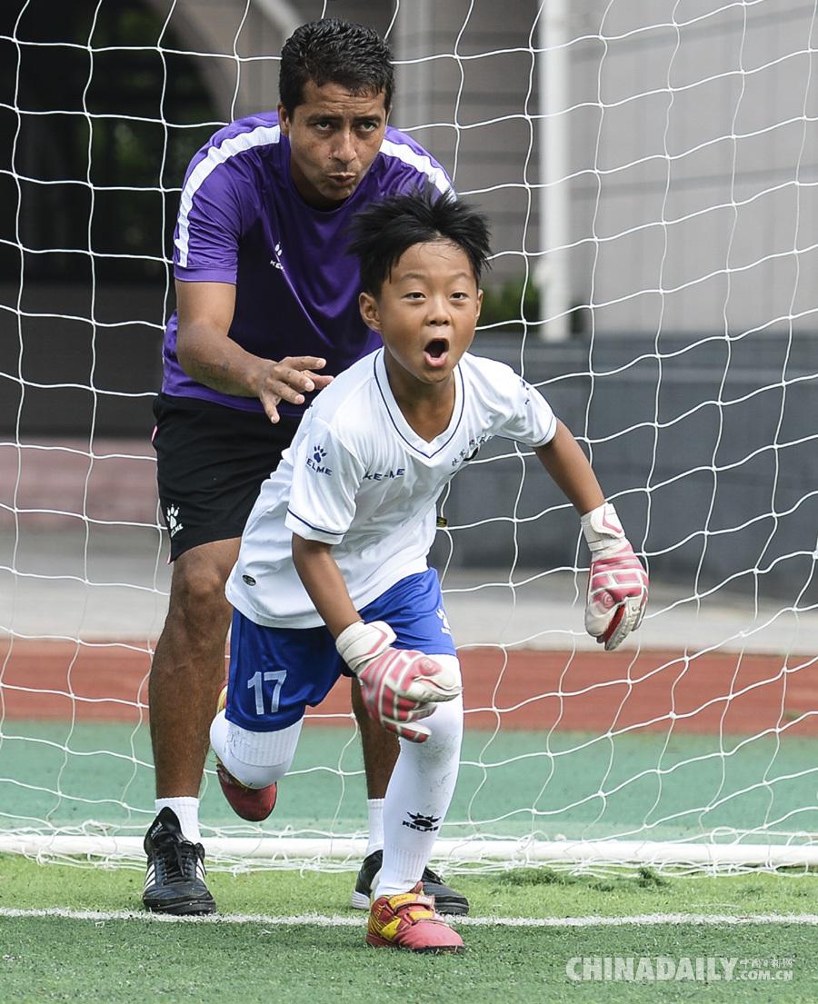 组图:中国足球小子有了巴西教练