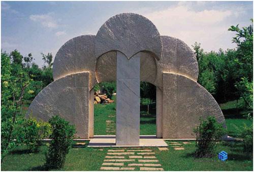 玛丽安娜作品《长春和平之门