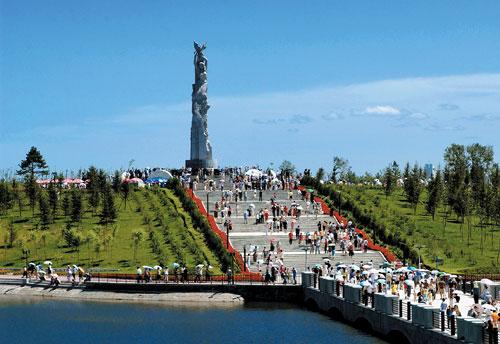 长春世界雕塑公园主题雕塑'友