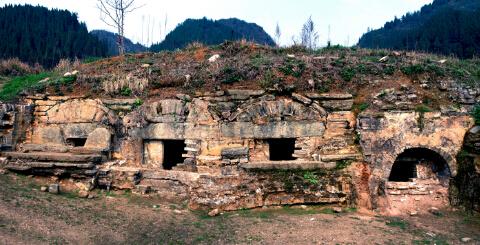 至今保留完整的老司城古墓群,依稀可见岁月流逝的痕迹