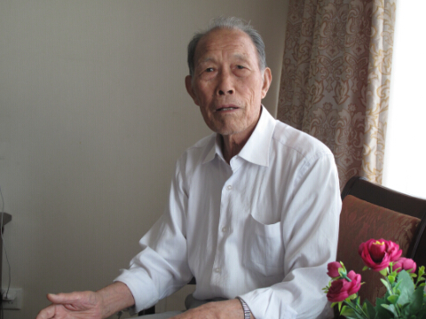 91岁高龄的克拉玛依开拓者张福善老人    毛卫华摄影