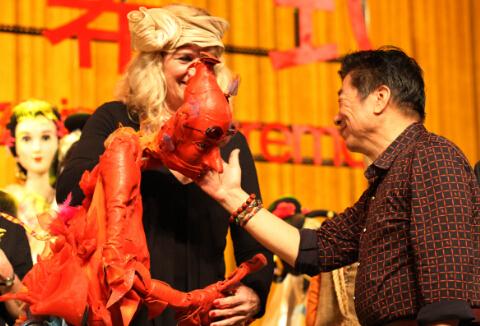 荷兰木偶深受中国观众喜爱  中国日报记者 胡美东摄