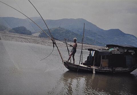 过去渔民小海捕捞的情景