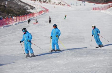 呼和浩特市新城区太伟滑雪场 李捷摄2