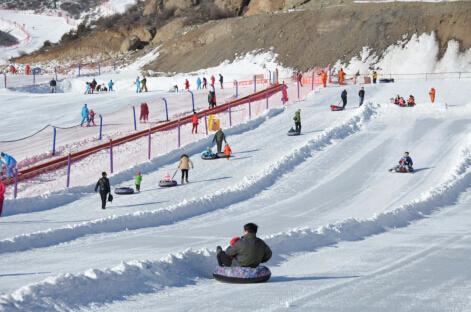 呼和浩特新城区太伟滑雪场 李捷摄