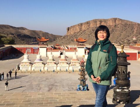 在内蒙古阿拉善盟采访。