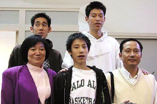 资料图:NBA亚裔球星林书豪生活照