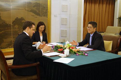 外交部副部长乐玉成接受英国《金融时报》专访