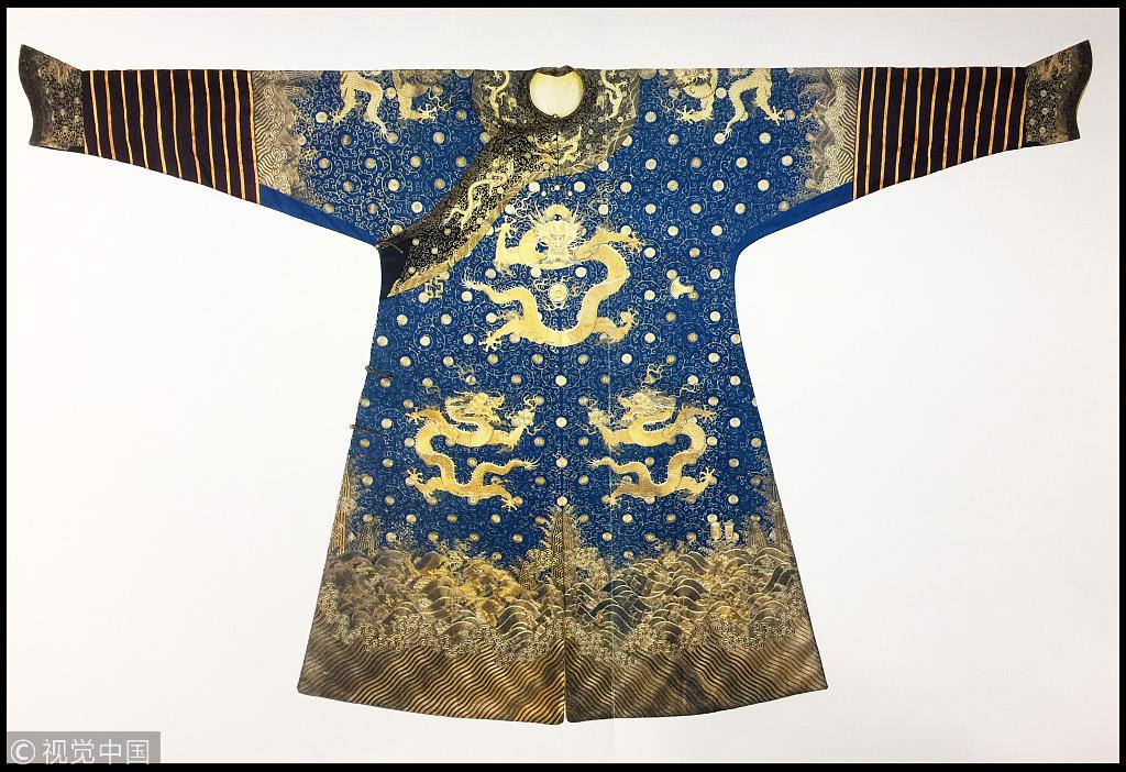 英国180万拍卖清代龙袍 英军官曾穿去参加化装舞会