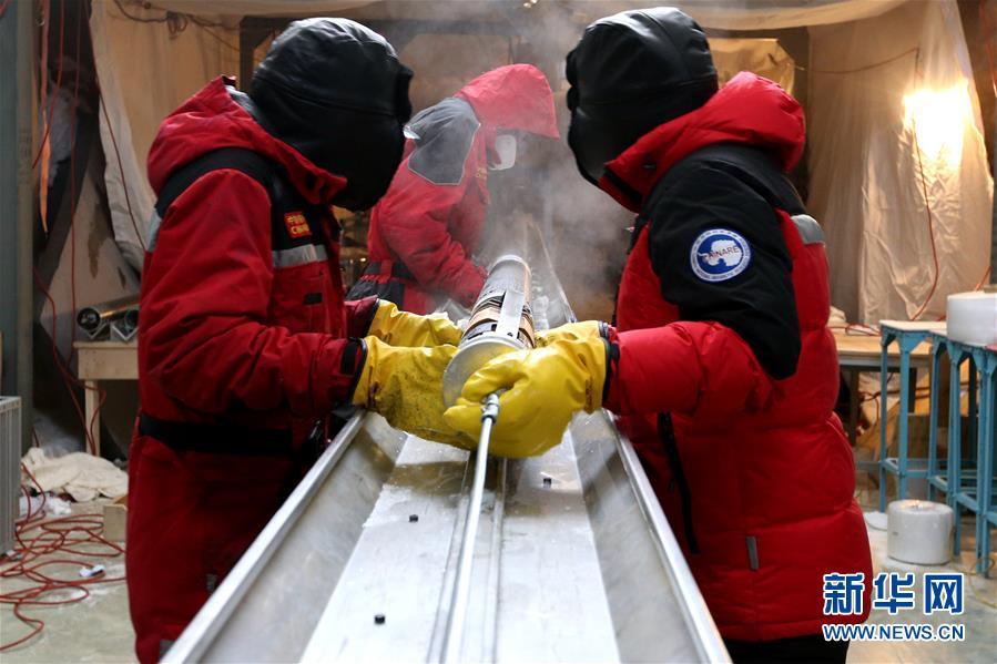 """(""""雪龙""""探南极·图文互动)(4)通讯:南极冰盖之巅深冰芯房探秘"""