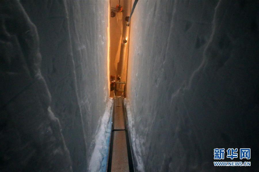 """(""""雪龙""""探南极·图文互动)(5)通讯:南极冰盖之巅深冰芯房探秘"""