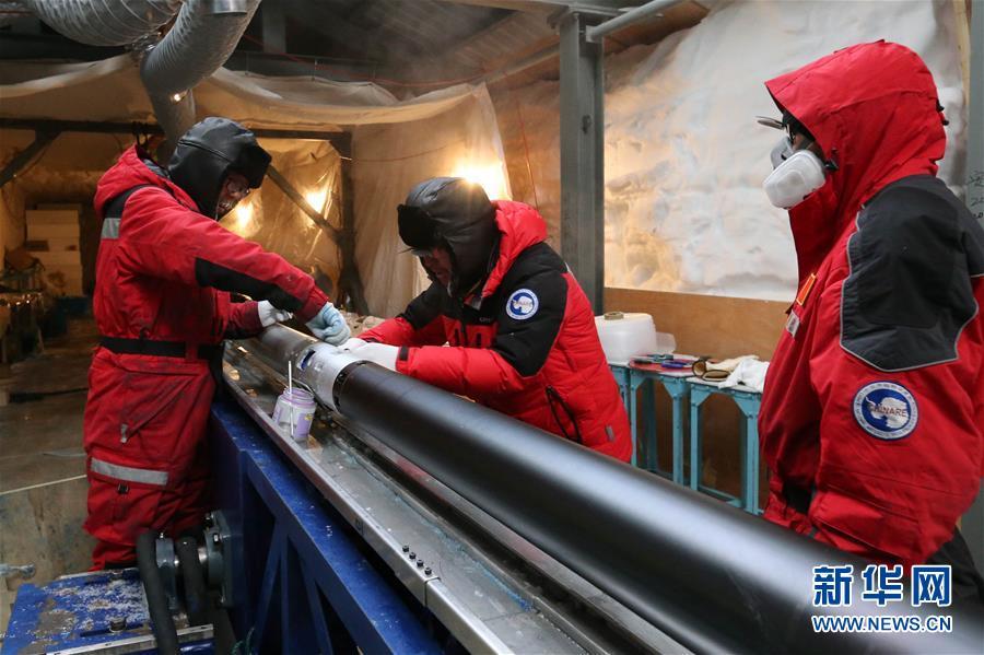 """(""""雪龙""""探南极·图文互动)(6)通讯:南极冰盖之巅深冰芯房探秘"""