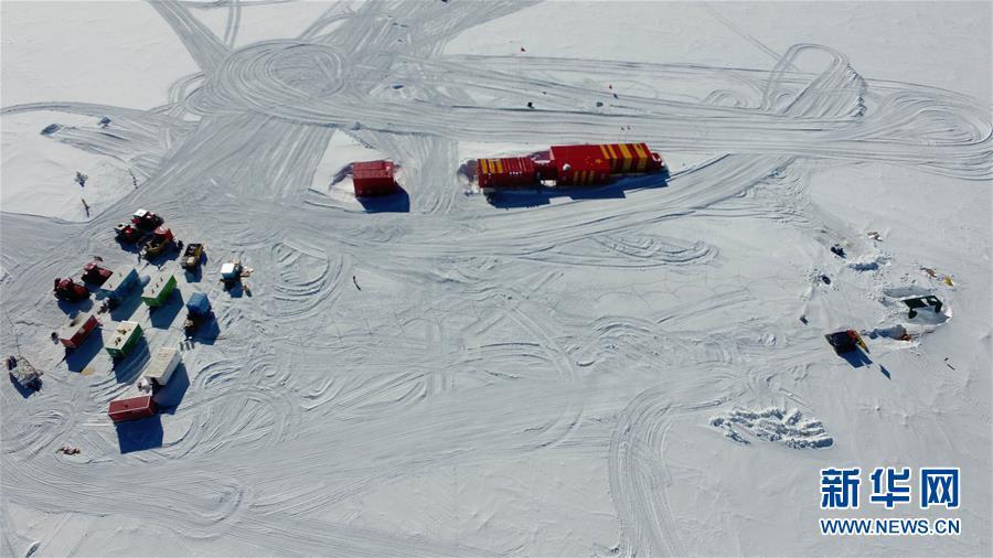 """(""""雪龙""""探南极·图文互动)(8)通讯:南极冰盖之巅深冰芯房探秘"""