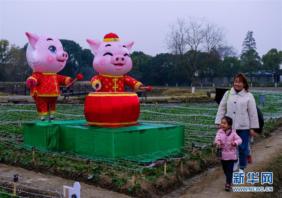 """(美丽中国)(4)传统""""水灯会""""点亮江南水乡古镇"""