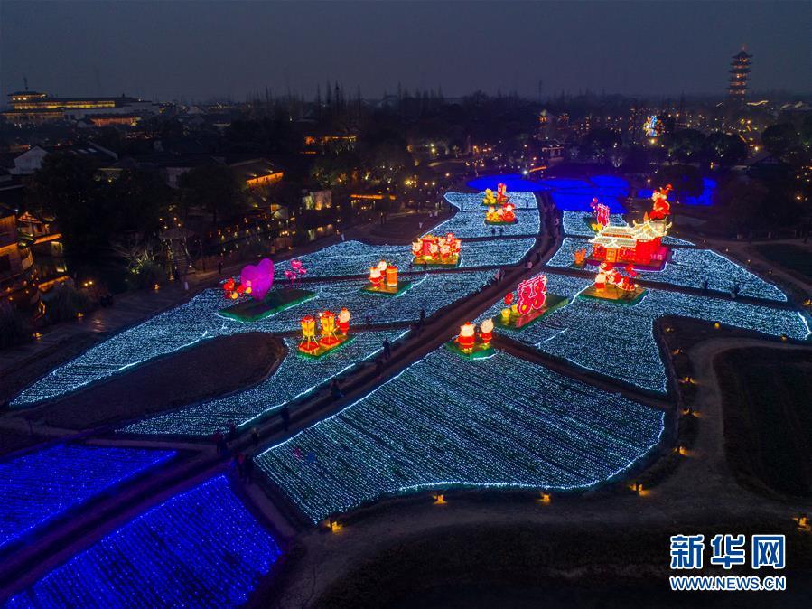 """(美丽中国)(8)传统""""水灯会""""点亮江南水乡古镇"""