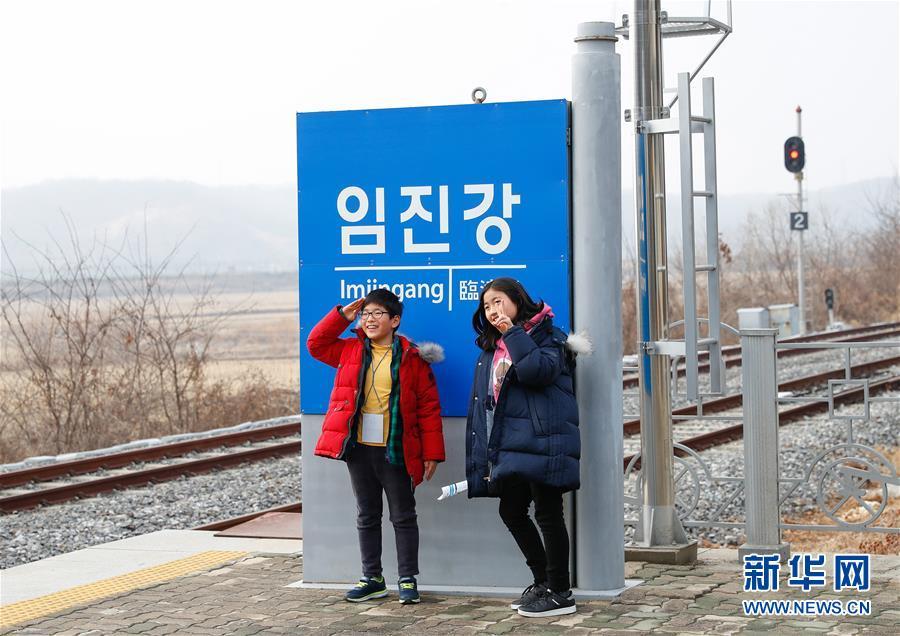 """(国际·图文互动)(2)通讯:等待绿灯的""""和平列车""""——在第二次""""金特会""""前探访朝韩边境列车"""