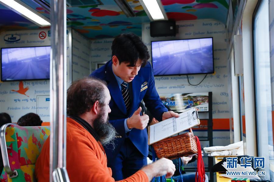 """(国际·图文互动)(3)通讯:等待绿灯的""""和平列车""""——在第二次""""金特会""""前探访朝韩边境列车"""
