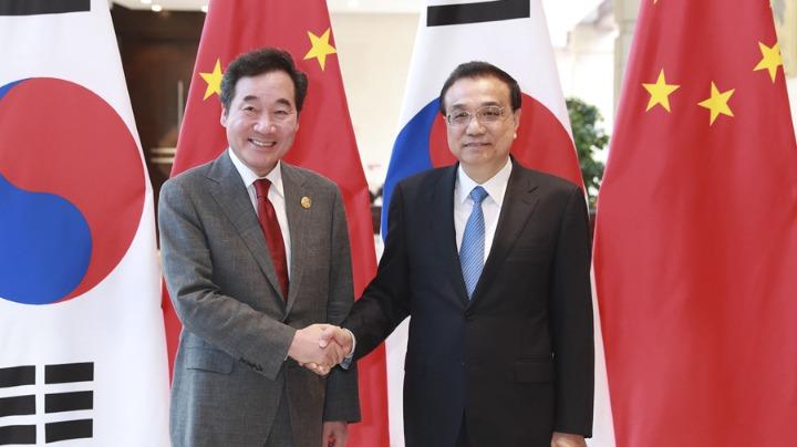 李克强会见韩国总理李洛渊