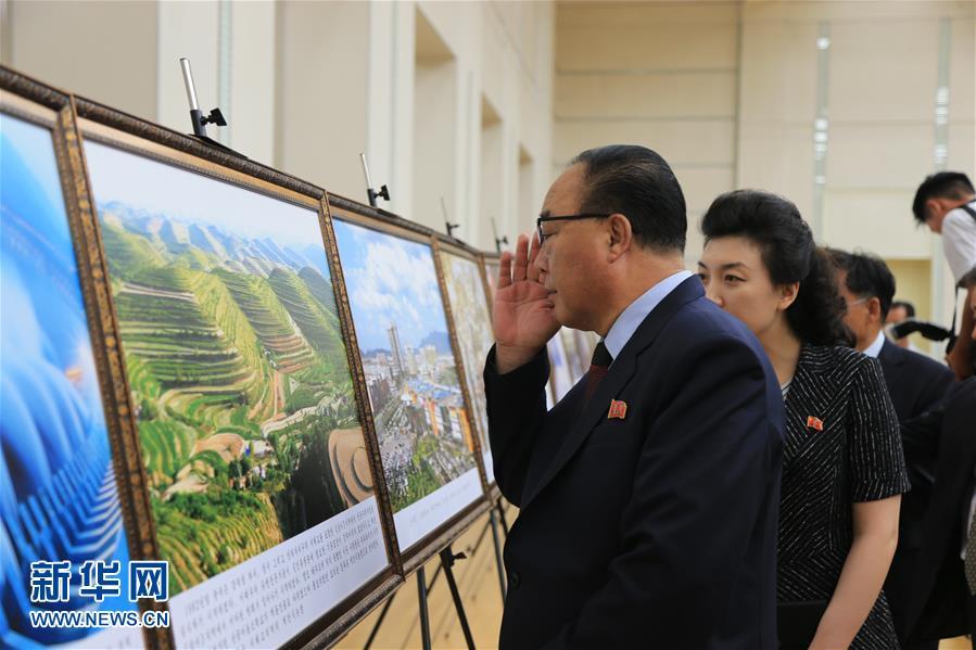 """""""中国特色社会主义建设成就图片展""""6日在平壤人民文化宫开展"""