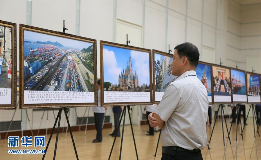 """(国际)(2)""""中国特色社会主义建设成就图片展""""在平壤开展"""