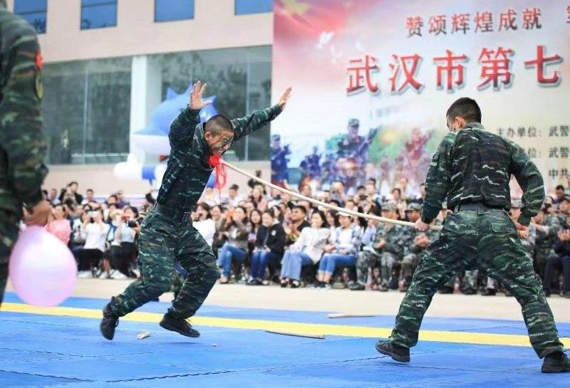 武汉市举行第七届军营开放日