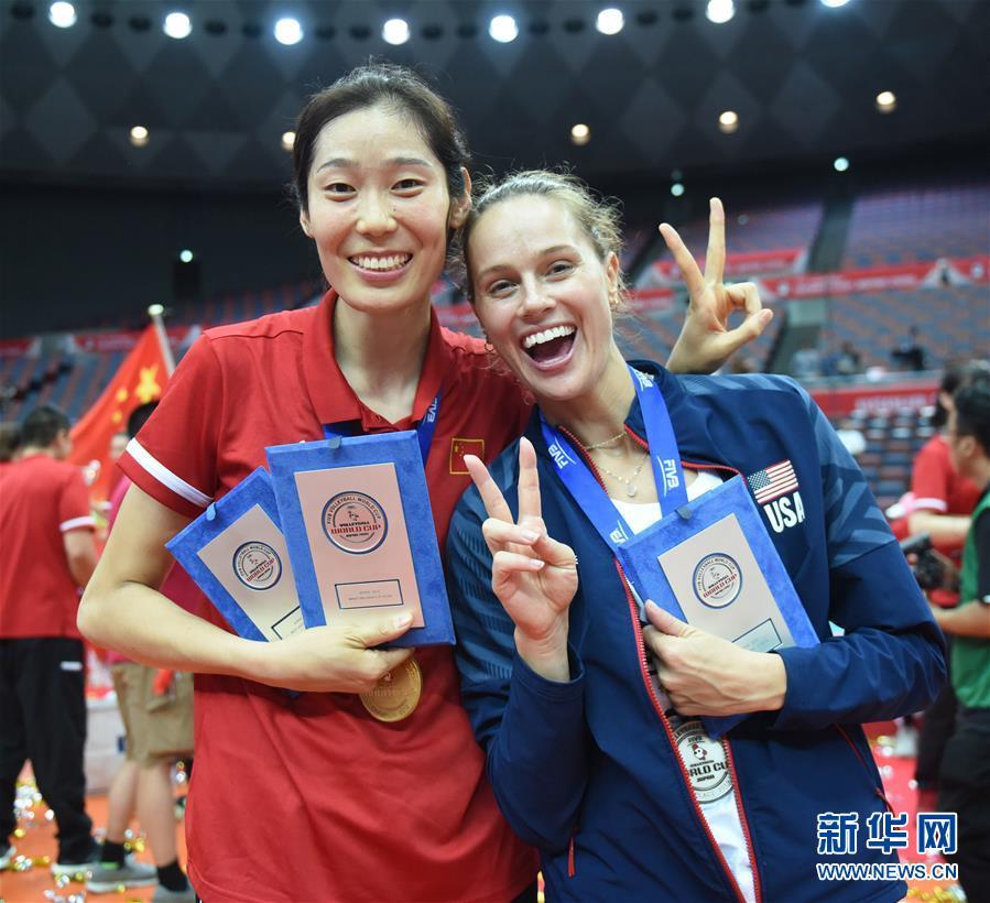 (体育)(28)排球——女排世界杯:中国队捧杯