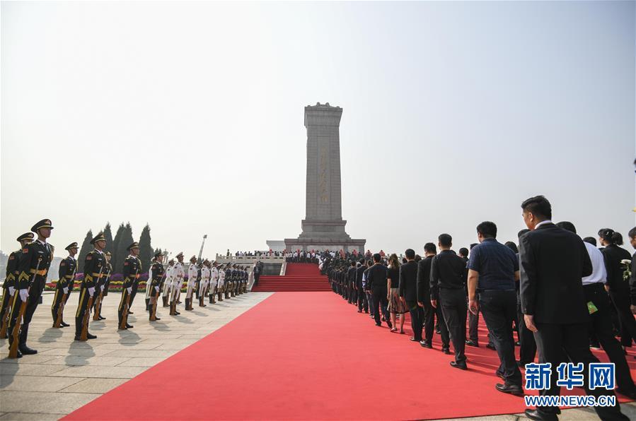 (时政)(4)烈士纪念日向人民英雄敬献花篮仪式在京隆重举行