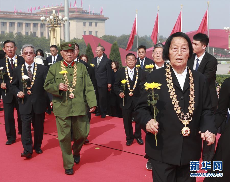 (时政)(8)烈士纪念日向人民英雄敬献花篮仪式在京隆重举行