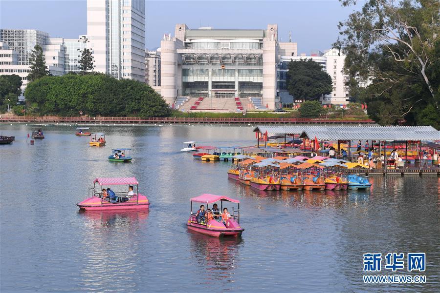 (社会)(3)国庆期间全国共接待国内游客7.82亿人次