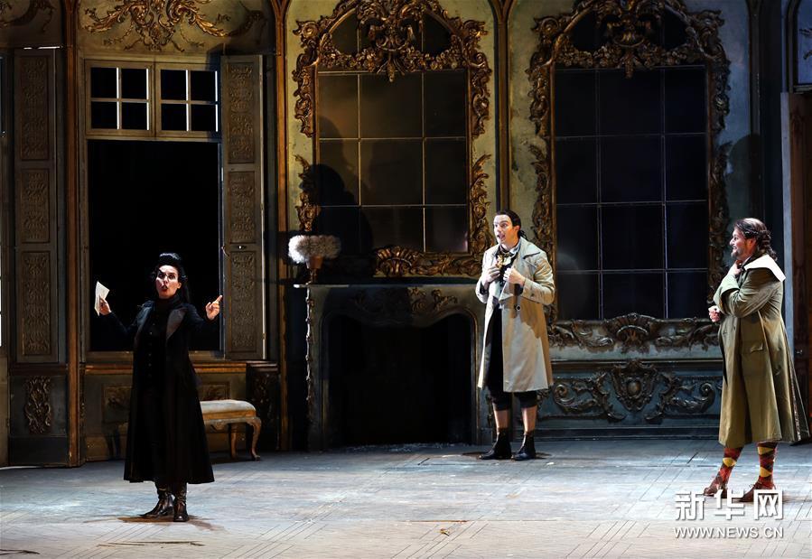 """意大利斯卡拉歌剧院举行""""开门排练"""""""