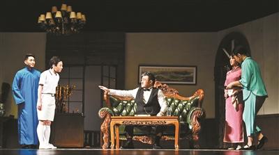 文艺拥抱生活,北京人艺两场戏诠释文艺与生活的关系