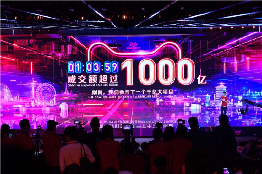 """14小时21分27秒2000亿元,""""双11""""11年见证中国迈向消费大国的鲜明印记"""