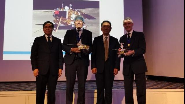 【中国那些事儿】153来年来首次!全球历史最悠久的航空学会给嫦娥四号团队颁了金奖