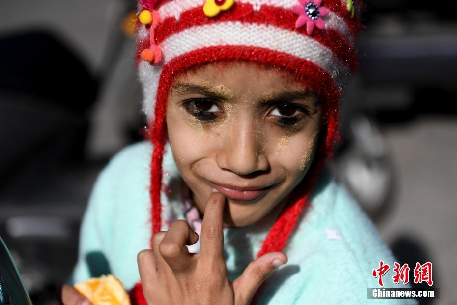 云南瑞丽:中缅边境上的缅甸孩童