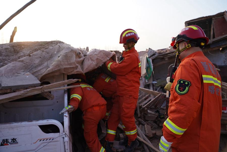 新疆喀什地区伽师县发生6.4级地震 救援仍在持续