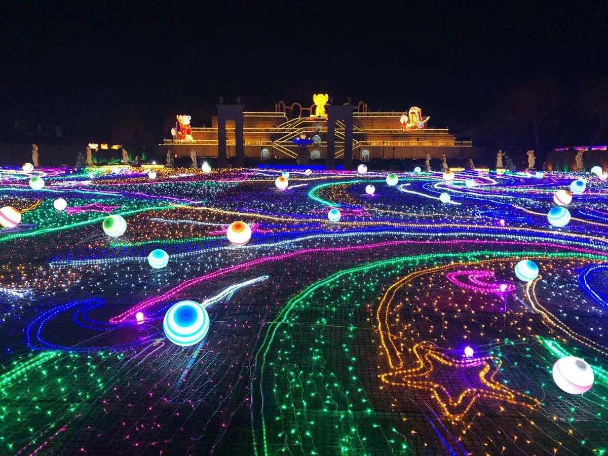 """北京丰台世界公园、南宫点亮万盏花灯 市民通过手机客户端""""网上看花灯"""""""