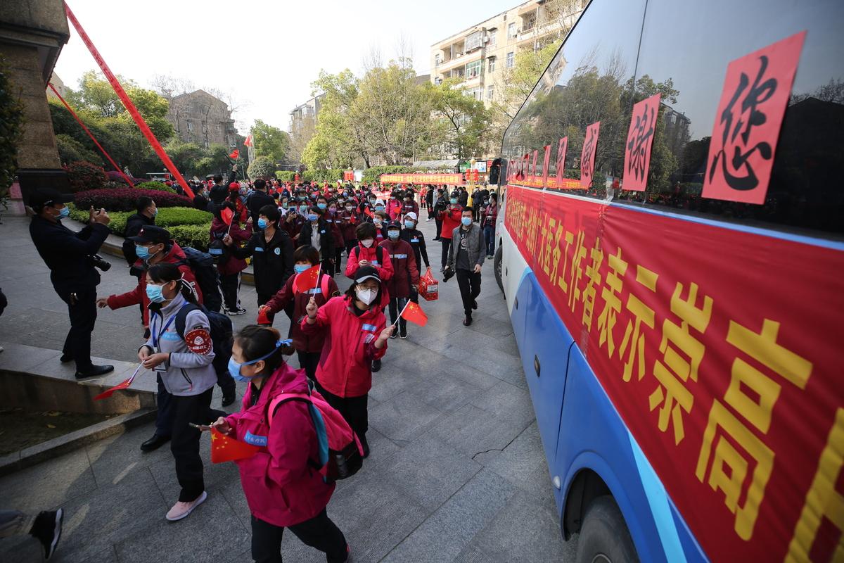 武汉:辽宁医疗队撤离