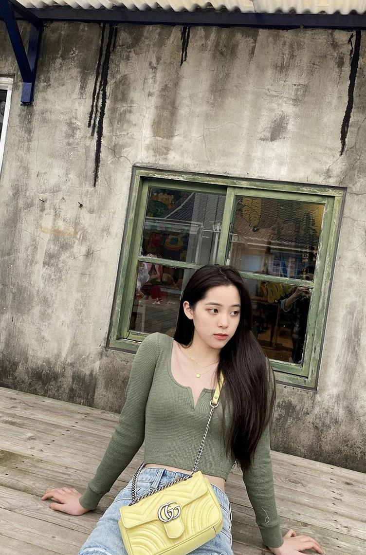 china金娜娜男朋友_欧阳娜娜背春天感嫩黄小包踏青 穿紧身上衣秀纤细身材 - 中国 ...