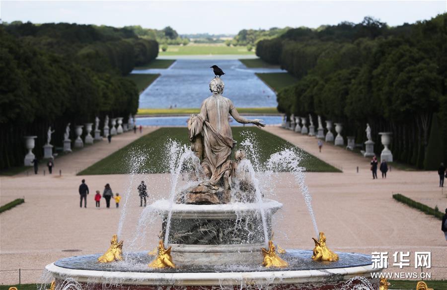 法国凡尔赛宫重新开放欢迎客人