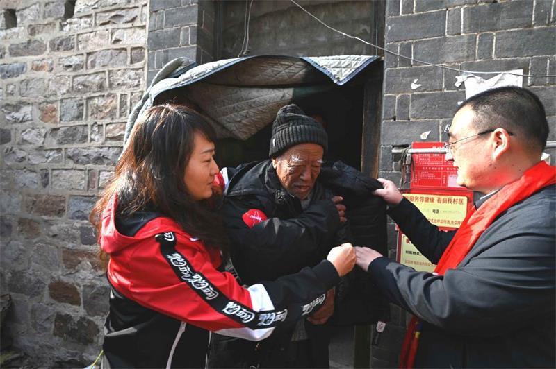 """""""乐行公益,冀续前行""""——中粮可口可乐河北厂党员志愿者献爱心送温暖活动"""
