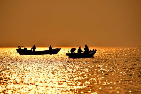 海上垂钓-鞠传江摄影