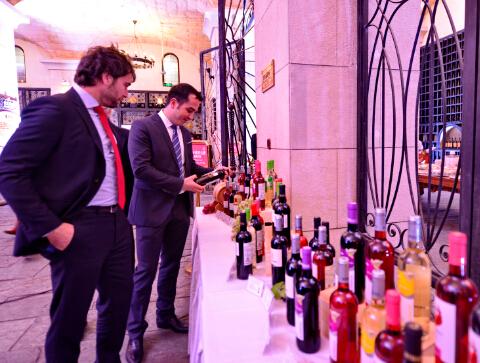 爱欧公爵在北京爱菲堡国际酒庄向中国经销商推介其旗下产品-鞠传江摄影