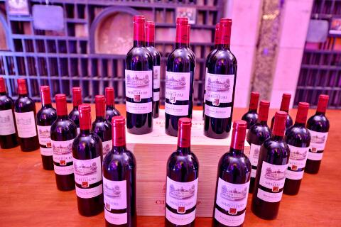 在中国上市的法国蜜合花酒庄葡萄酒-鞠传江摄影