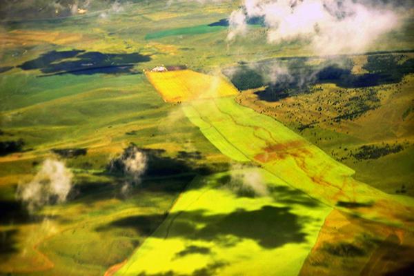 空中俯瞰呼伦贝尔大草原多彩美景十分迷人-鞠传江摄影