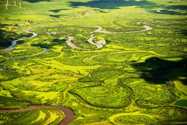 河流在草原蜿蜒曲折形成了大片湿地-鞠传江摄影